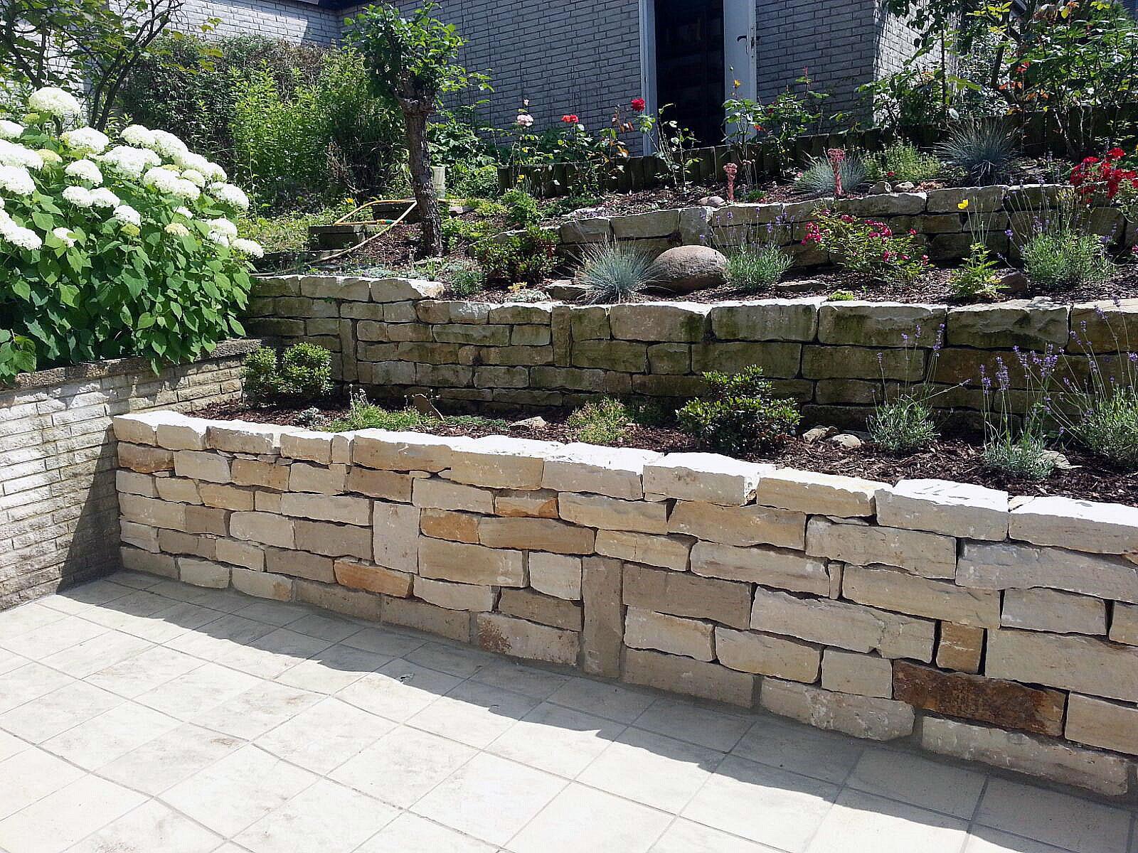 mauersteine preise arten natursteinmauer gartenmauer selber bauen steine verfugen ratgeber. Black Bedroom Furniture Sets. Home Design Ideas